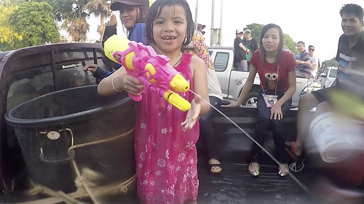 Songkran Chiang Mai 2016 - Family Water Fight